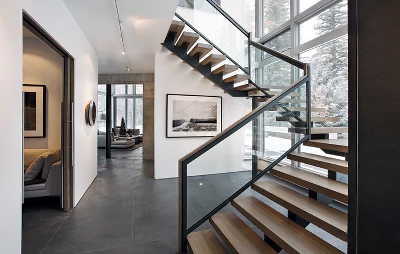 Дизайн интерьера в стиле модерн с лестницей