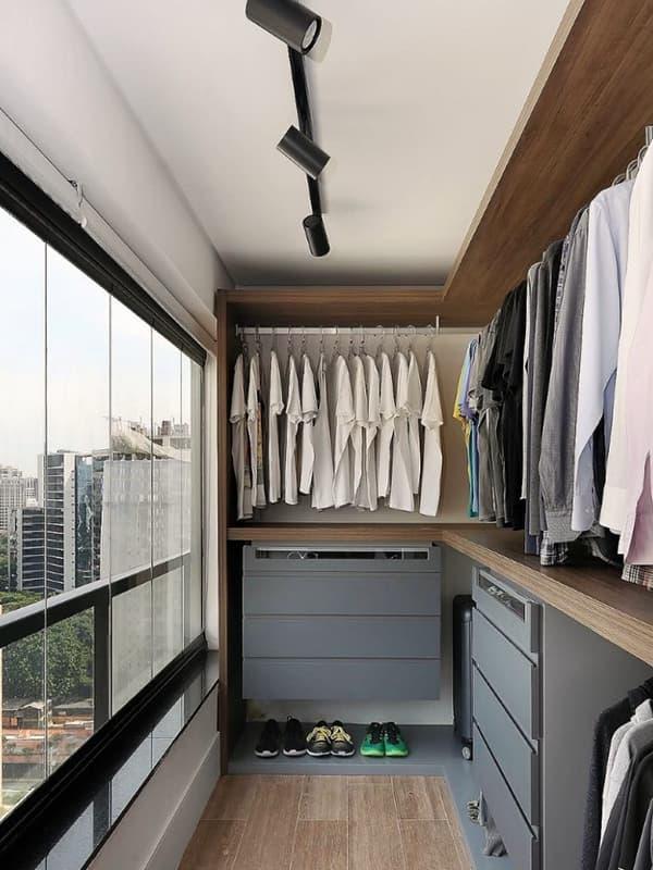 Дизайн кімнати для одягу на лоджії