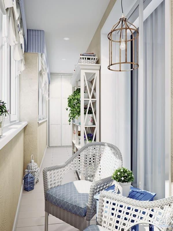 Дизайн светлого балкона в стиле прованс