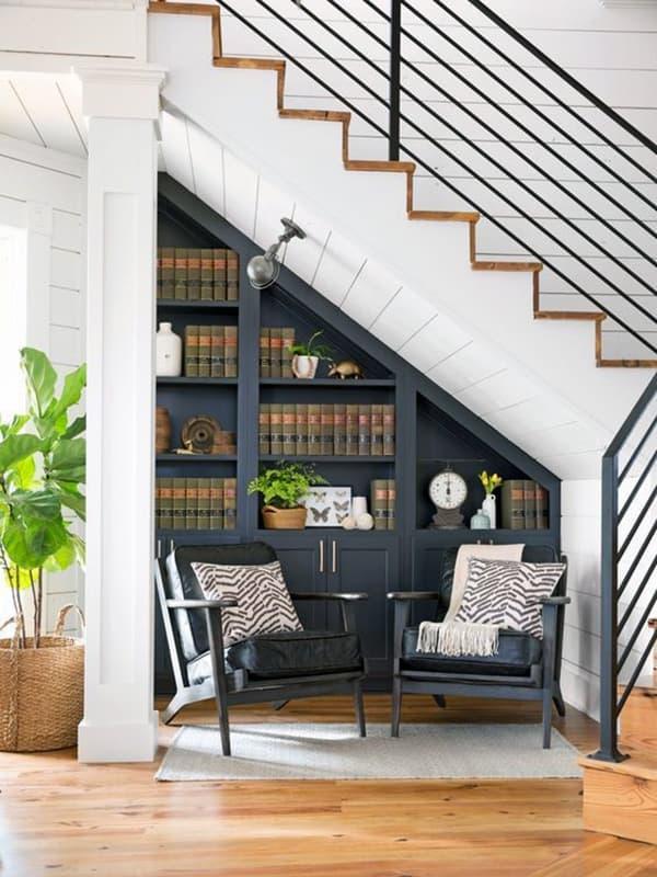 Як використовувати місце під сходами