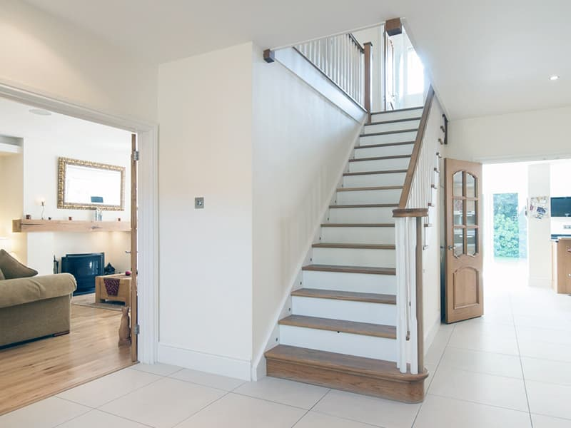 Класичні сходи в дизайні інтер'єру