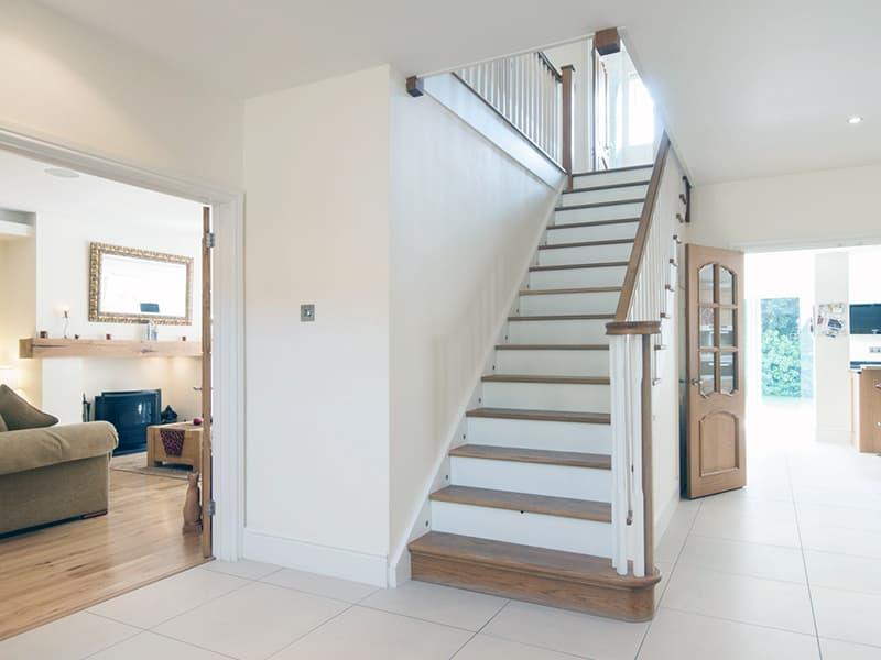 Классическая лестница в дизайне интерьера