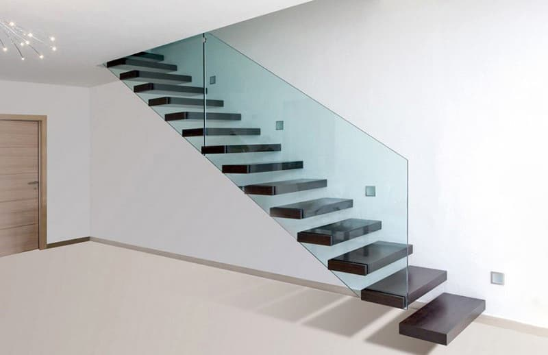 Консольная лестница в доме