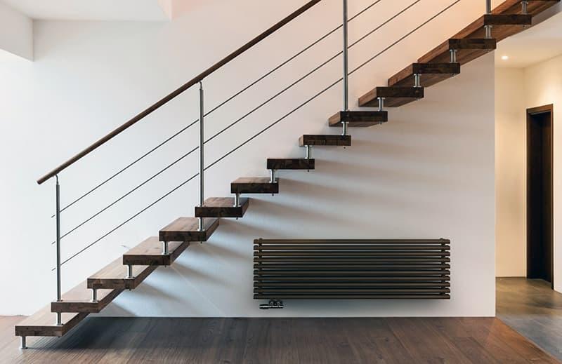 Конструкция лестницы с больцами
