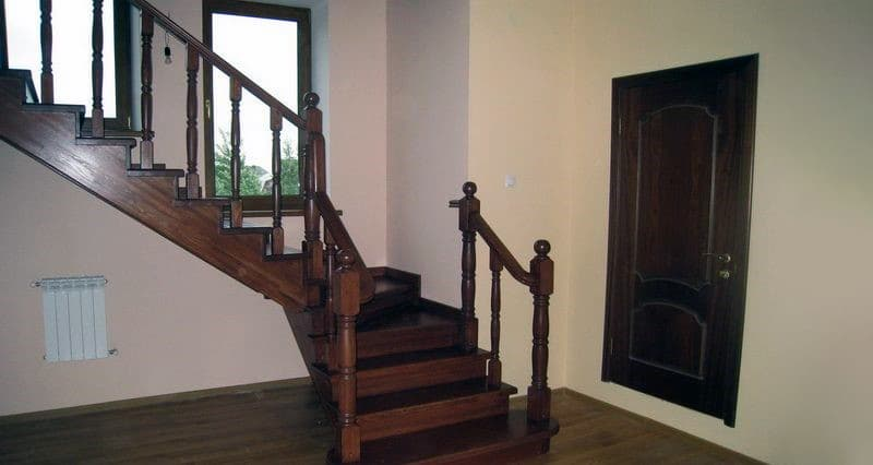 Лестница с двумя косоурами