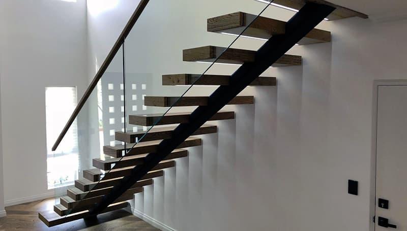 Лестница с одним косоуром