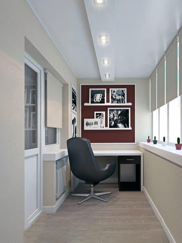 Личный кабинет с креслом на балконе