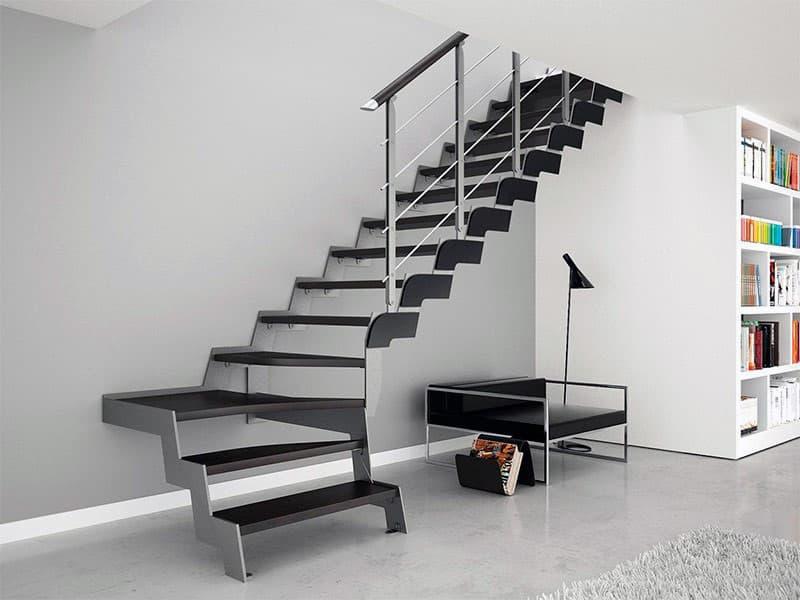 Металеві сходи для будинку