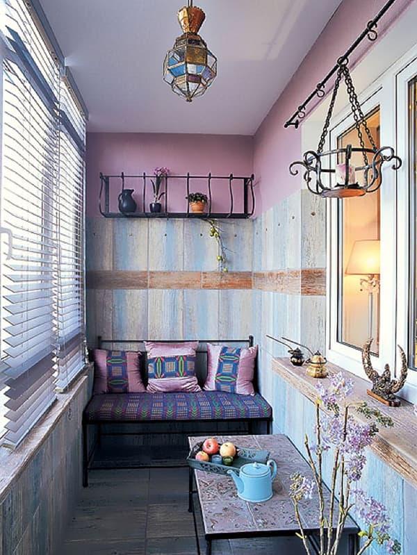 Ніжний дизайн інтер'єру балкона в стилі прованс