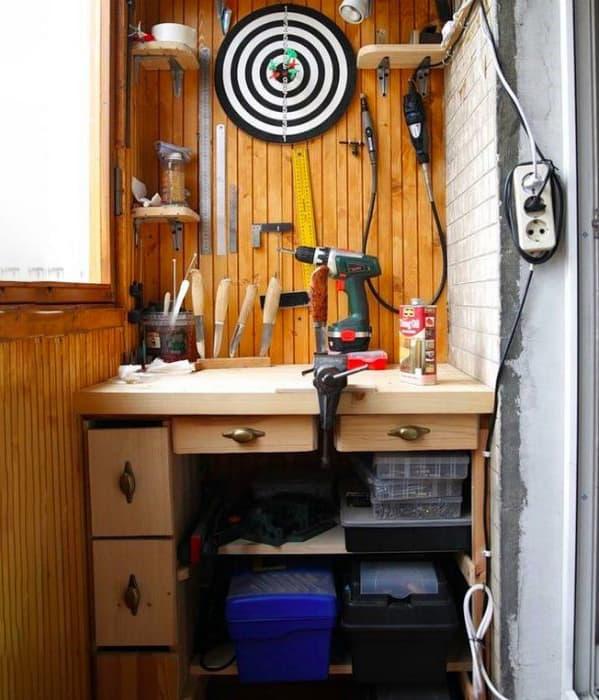 Организация мастерской на балконе