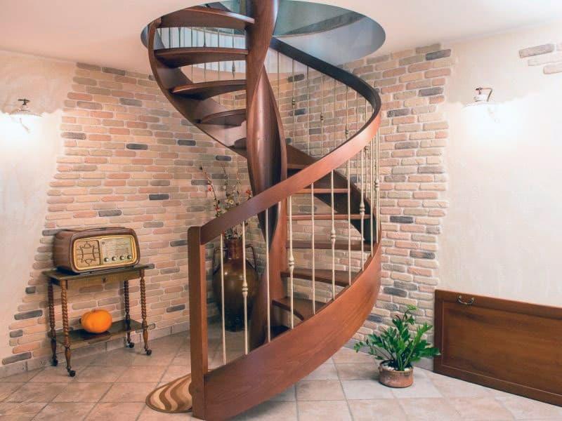 Пример компактной винтовой лестницы