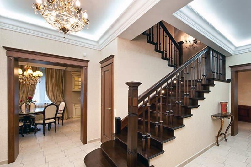Пример лестницы в классическом стиле