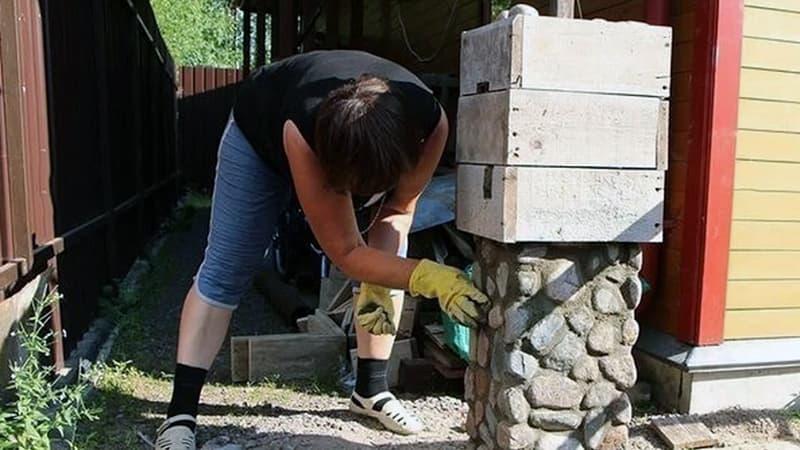 Процесс застывания уровней забора из камня