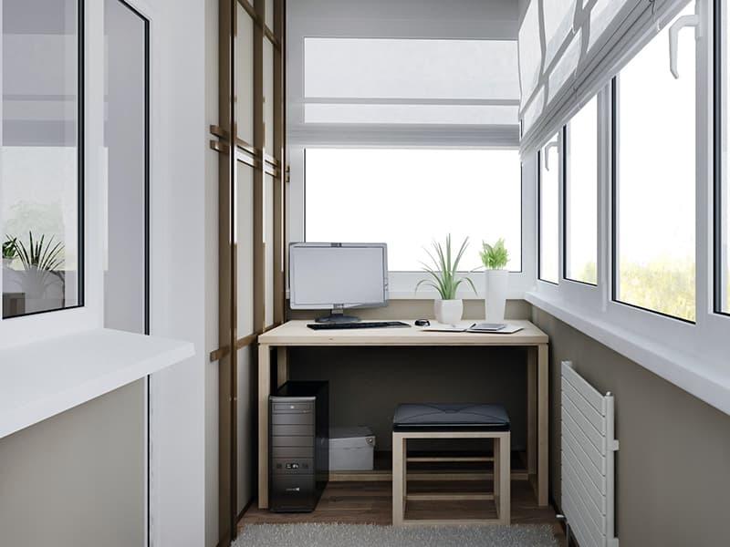 Рабочий кабинет на балконе средних размеров