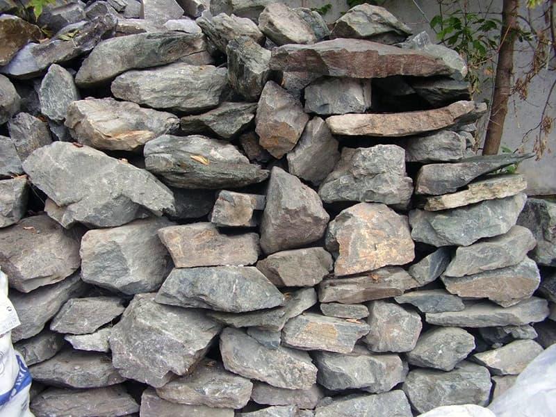 Заготівля каменю для укладання забору