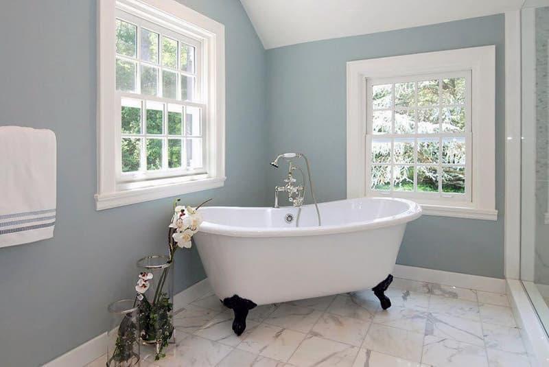 Покраска стен и потолка в ванной комнате