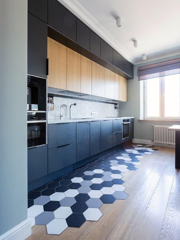 Двойное оформление пола на кухне
