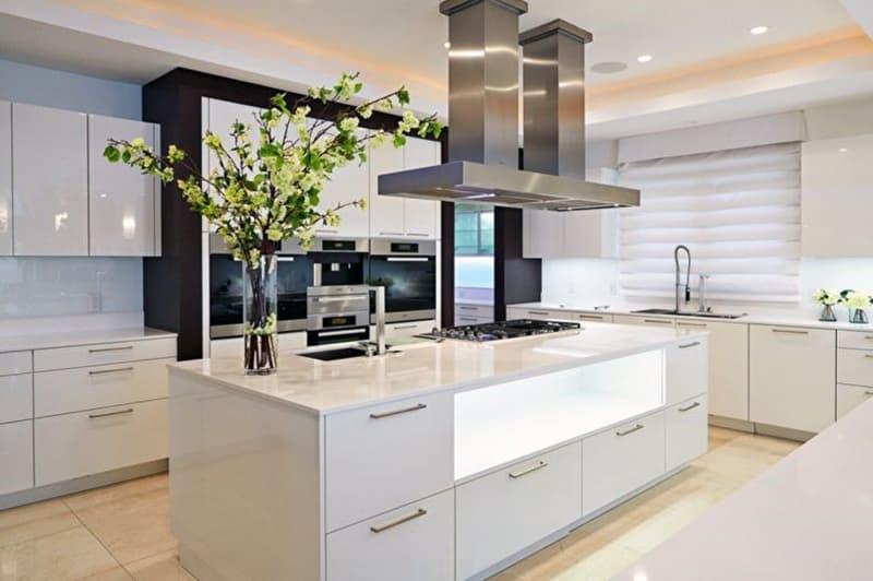Хай тек оформление кухни со светлым дизайном
