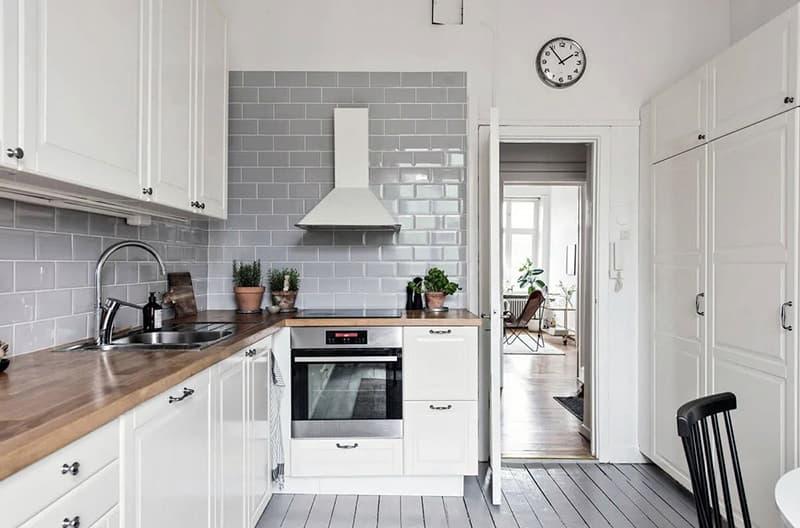 Кухня белой расцветки