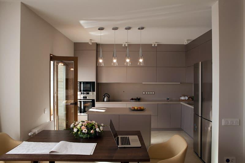 Кухня в коричневой цветовой гамме
