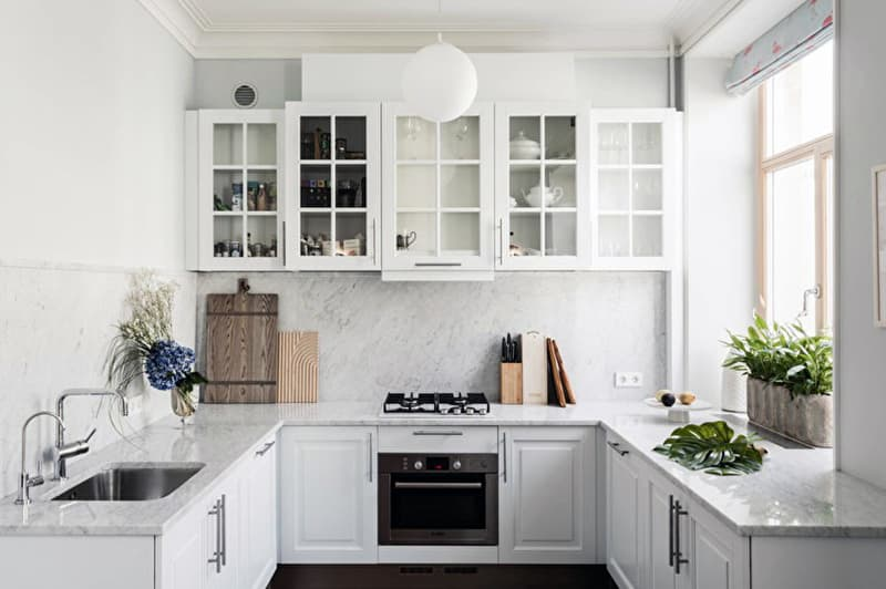 Оформление кухни в белых цветах