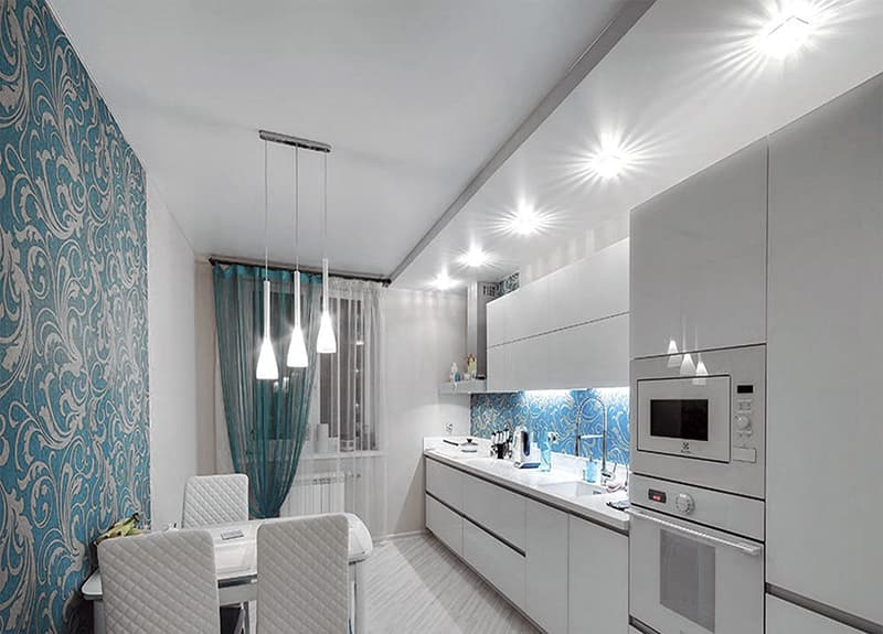 Оформление потолка в кухне