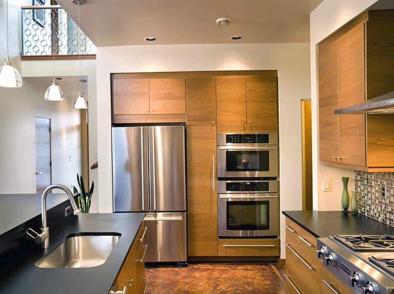Пример практичной расстановки мебели на кухне