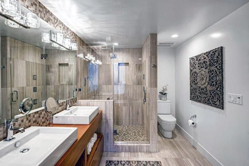 Дизайн ванной комнаты с комбинированными материалами