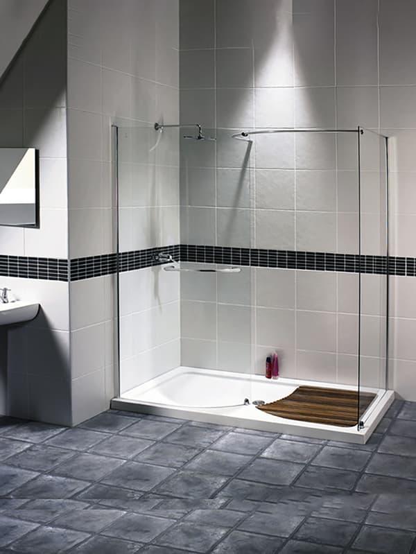 Дизайн ванной комнаты с открытой душевой кабиной
