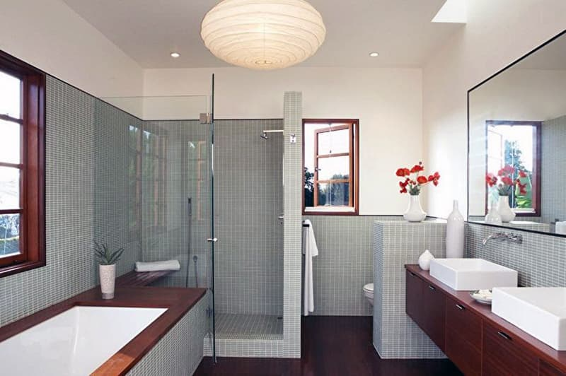 Реальный дизайн небольшой ванной комнаты