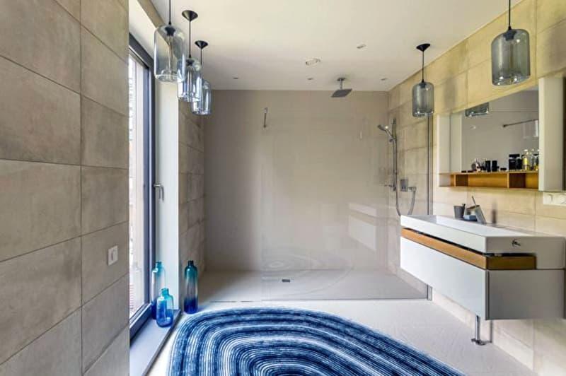 Реальный дизайн ванной комнаты в светлых тонах