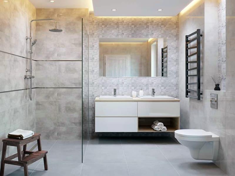 Ванная комната с керамической плиткой