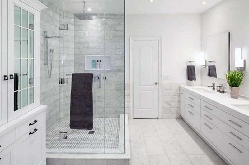 Ванна кімната з мармуром